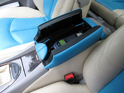 Car-PC for Mercedes E Class, W 211, Audio20, the armrest with the holder for handset of the mobile phone